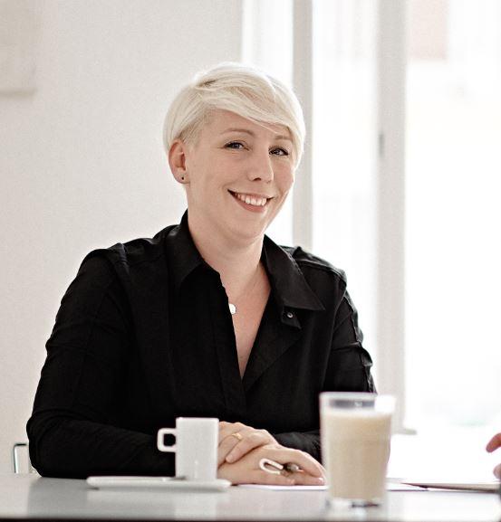 Porträtfoto Pia Löffler - Inhaberin anwaltstexte.com